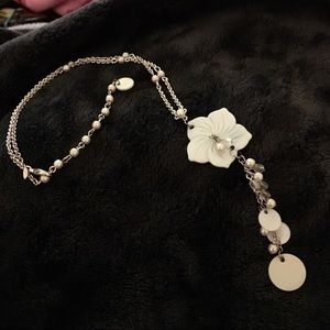 Jewelry - Cute shell and pearl designed silver necklace
